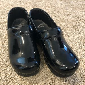 Black patent leather Dansko